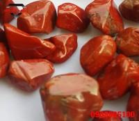 Đá ngọc bích đỏ đánh bóng cỡ 1x1.5cm